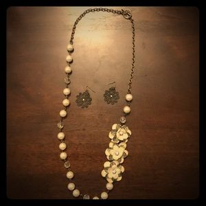 Long pearl and flower necklace with earrings